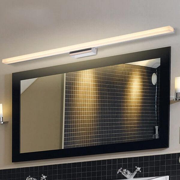 die spiegelleuchte licht im badezimmer punktgenau platziert. Black Bedroom Furniture Sets. Home Design Ideas