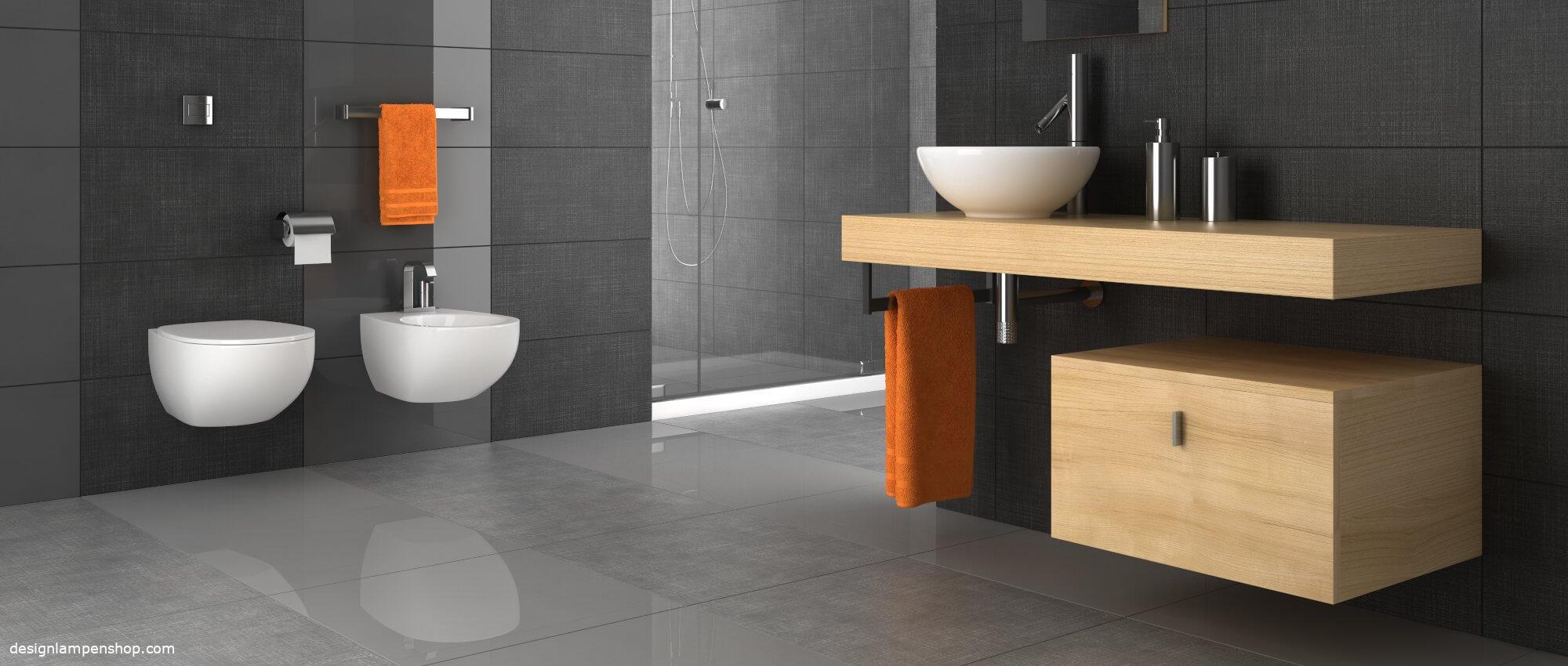 Modernes Badezimmer mit Handtuchhalter