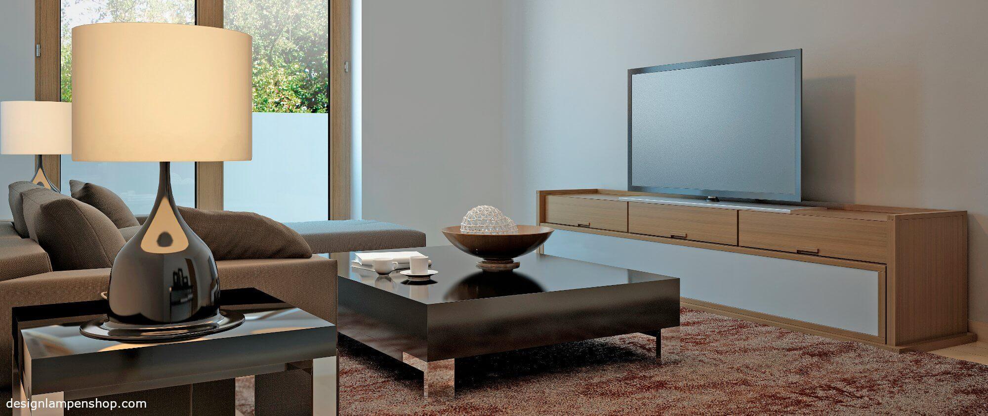 Tischleuchte in modernem Wohnzimmer